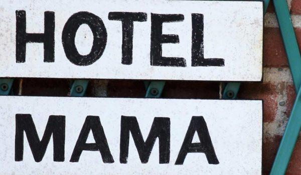 Hotel mama verlaten